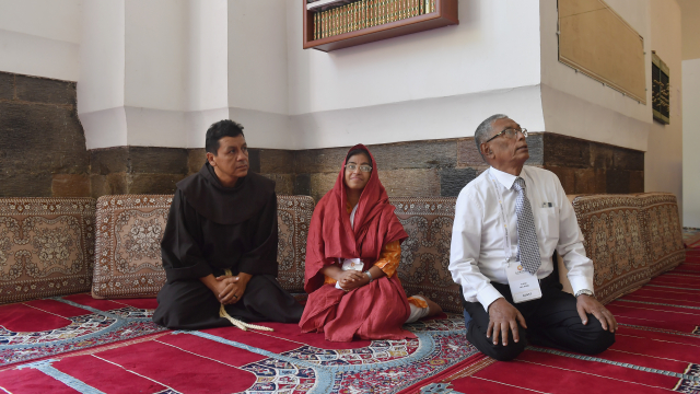 Father Tomas Gonzales Castillo, Sunitha Krishnan and Kyaw Hla Aung visit the Blue Mosque