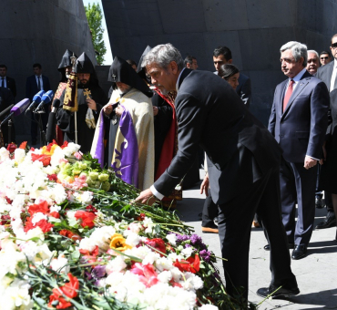 Aurora Prize Guests Visit the Armenian Genocide Memorial main image